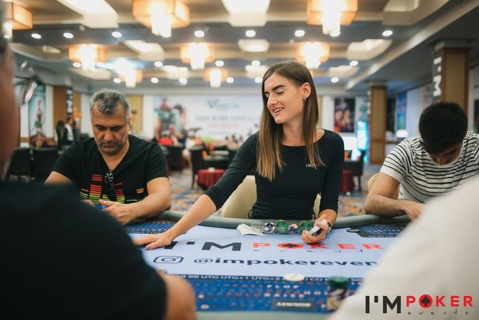 Покерные девушки Artemis Poker Classic (2).jpg