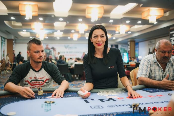 Покерные девушки Artemis Poker Classic.jpg